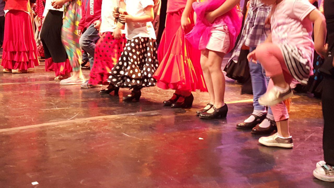 El baile contado a las niñas y niños de uno a cien años (2)